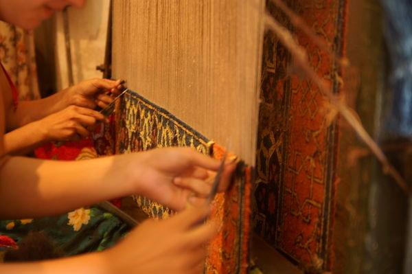 2405865-carpet-weaving-0
